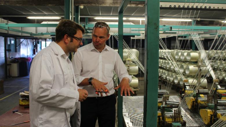Marian Wendt mit Geschäftsführer Jöran Pfuhl der P-D Glasseiden GmbH Oschatz
