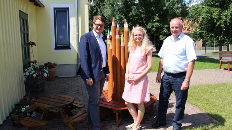 Marian Wendt informiert sich zusammen mit Bürgermeister Müller über den Baufortschritt der Oberschule Wermsdorf
